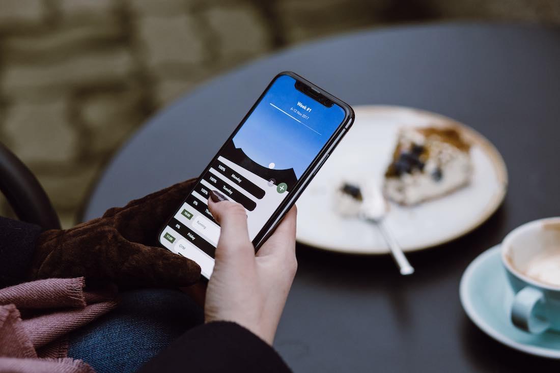 estilos de vida saludables no comer con el móvil
